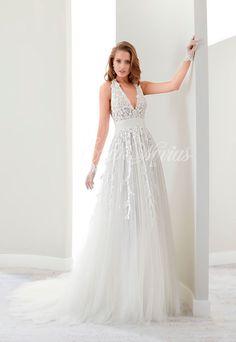 Vestido de novia Modelo 17502. Colección 2017 Jolies en Eva Novias Madrid.  #vestido #novia #weddindress #fashion #bridalfashion