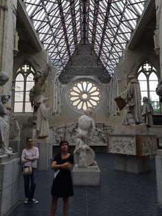 Retour à la galerie #DavidDAngers, ancienne abbatiale en ruines, avec Delphine Galloy des @Museesdangers. #SIEM14
