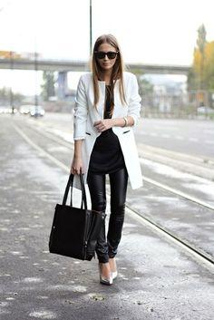 Street looks, white coat, leather pants Looks Street Style, Looks Style, Style Me, Style Blog, Black And White Outfit, Black White, White Chic, White Style, Black Silver