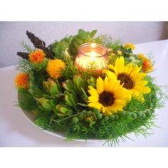 - 初夏のキャンドルアレンジ - 投稿者 みどりんこ 今回のミニひまわりが とても、可愛くて気に入ってます。 レッスン日から、4日経っていますが、元気なままです。 今回のお花の画像は 生徒さんの作品です。 ビタミンカラーと癒しのキャンドルの灯りで和んでもらえると思います。 青森県十和田市 GreenRose サイト:http://plaza.rakuten.co.jp/whitemaxim/