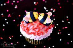Tutorial:  Fondant Bees ~ Bakingdom.Com
