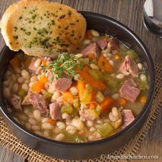 Ham and Bean Soup.Love ham & bean soup and if you have leftover ham this is a perfect way to use it. Recipe For Ham And Bean Soup, Bean Soup Recipes, Casserole Recipes, Leftover Ham Recipes, Leftovers Recipes, Gazpacho, Homemade Mushroom Soup, Easy Hamburger Soup, Ham And Beans