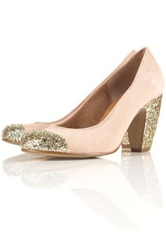 I love this shoes! So cute and ladylike .... lovely
