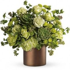 Saw this and thought of you, Melissa! Add some champagne-colored ranunculus or frosted pinecones for a wintery look... :)