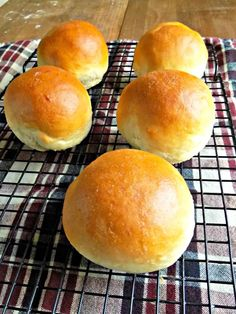 Quick and Easy Hamburger Buns - Food - Homemade Bread Homemade Burger Buns, Homemade Hamburgers, Homemade Rolls, Homemade Recipe, Homemade Breads, Bread Recipes, Cooking Recipes, Cooking Bread, Paleo Bread