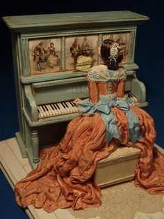scale Musical Automata made by Gale Elena Bantock. Gale's work can be seen at the Kensington Dolls House Festival in London and Miniatura in Birmingham. Miniature Furniture, Doll Furniture, Dollhouse Furniture, Dollhouse Dolls, Miniature Dolls, Dollhouse Miniatures, Victorian Dolls, Vintage Dolls, Antique Music Box