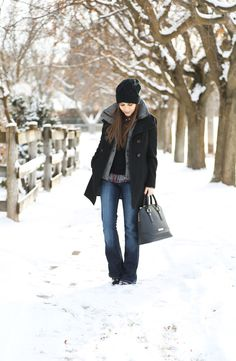 Jeans, plaid, black, grey - love the simplicity and pulled togetherness of this outfit Corilynn