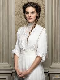 Grand Hotel 2011-2013 Spain tv serie. This is the main actress Amaia Samanca as Alicia Alacon.
