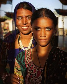 UK photographer Magdalena Bagrianow went on a trip through rural India, capturing unique portraits of the local people she met. The results are beautiful! Beautiful Eyes, Most Beautiful Women, Beautiful People, Des Femmes D Gitanes, Portraits Illustrés, Skin Girl, Dark Complexion, Gypsy Women, Indian People