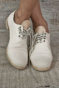 Nice summer shoes, would look great with a light shirt and dark chino shorts.