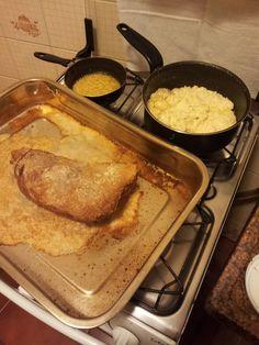1 peça de maminha, de no máximo 1,2 kg  - 3 a 4 colheres de sopa de sal grosso  - Molho de alho:  - 4 dentes de alho amassados  - 1 colher de sopa de manteiga  -