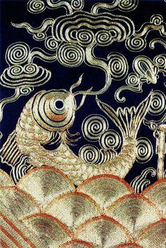 Chinese goldfish embroidery. Metalwork/goldwork on black silk. 金鱼刺绣图案图片  尺寸:1458x2180  图片编号:6106-193116