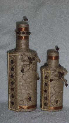 кофейные вытворялки — декорируем бутылки кофе,шпагат+кофе | OK.RU Yarn Bottles, Twine Bottles, Empty Wine Bottles, Recycled Wine Bottles, Wine Bottle Art, Diy Bottle, Wine Bottle Crafts, Glass Bottles, Rope Crafts