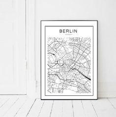 Plakat z mapą Berlina. Oryginalna ozdoba ściany.  Plakat w formacie a3 **(30 x 42 cm)** bez ramki.  Zapytaj jeśli interesuje Cię inny format.  Plakat wydrukowany na wysokiej klasy papierze o...