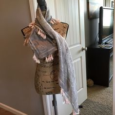 """Scarf (gray/white w/hint of Pink) Scarf. A beautiful piece to add to your spring wardrobe! Comes from a smoke free home. 35""""x40"""" Accessories Scarves & Wraps"""