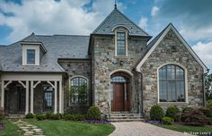 Stone siding is quickly becoming a popular option among homeowners who want to achieve the appearance of real stone construction on the exterior of their homes. Stone siding can be either faux or real, with real stone being more expensive than faux stone Types Of Siding, Stone Siding, House Siding, Parade Of Homes, Stone Houses, Big Houses, Wood Doors, Curb Appeal