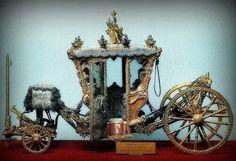 - Carroza de Luis XlV y Maria Antonieta . Palacio de Versalles .