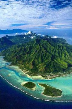 The island of Moorea is one of the best destinations for honeymoon traveling in the French Polynesia along with Tahiti and Bora Bora. They say Moorea is even better because of the quietness and the laid-back atmosphere of the island. Best Places To Honeymoon, Popular Honeymoon Destinations, Amazing Destinations, Places To Travel, Places To See, Dream Vacations, Vacation Spots, Vacation Deals, Moorea Island