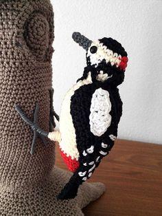 Great spotted woodpecker amigurumi pattern by MieksCreaties