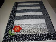 Jogo Americano em tecido 100% algodão, com manta acrílica e forro que permite a utilização em dupla face. <br>As cores e aplicações podem ser alteradas sob demanda.