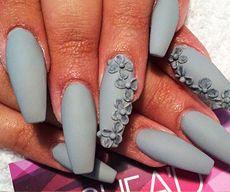 Матовые ногти фото серые с цветочками