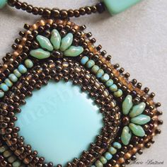 Quadrille - may bijoux. Use of twin beads on the corners