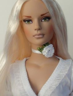 About Lily: Heidi is a Sydney repaint by Heidi Schlimgen (Vamps \\n\\ Vixens). She\\s wearing an outfit by Heike Reich.