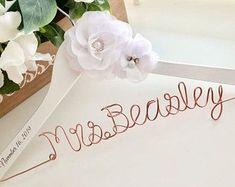 Wedding & Party accessory ideas! Bride Hanger, Wedding Dress Hanger, Wedding Hangers, Wedding Bouquet, Wedding Dresses, Personalized Hangers, Personalized Wedding, Bridesmaid Hangers, Bridesmaid Gifts