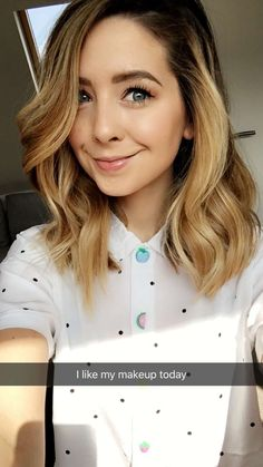 Zoe Sugg Daily Your source for Zoella Like what you see. Zoe Sugg Daily Y Zoe Sugg, Zoella Makeup, Hair Makeup, Eyeliner Makeup, Medium Hair Styles, Short Hair Styles, Short Brunette Hair, Hair Shades, Good Hair Day