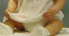 Oppskrift på babykjole.  Jeg har gjennom årenes løp fått meg en ganske storsamling avoppskrifter. Har de fleste babyheftene fra 70 og ... Baby Barn, Leg Warmers, Knitting, Children, Leg Warmers Outfit, Tricot, Breien, Weaving, Stricken
