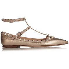 Valentino Rockstud leather flats (49.210 RUB) ❤ liked on Polyvore featuring shoes, flats, gold, ankle strap flat shoes, studded pointed toe flats, pointy-toe flats, valentino flats and valentino shoes