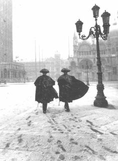 What could be more romantic than Venice in the snow? Carabinieri in a snowstorm on Piazza San Marco by Carlo Morucchio (I'm afraid I don't know the year). Have a lovely weekend! Venice Travel, Italy Travel, Italy Art, Vintage Italy, Italy Vacation, Belle Photo, Old Photos, Beautiful Places, Pictures