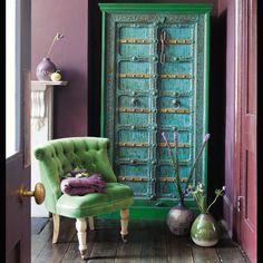 Blue and green door, lavender walls ...  India colour mix!