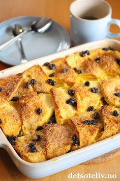 Bread and butter pudding (Engelsk brødpudding) Bread And Butter Pudding, Pudding Desserts, Nom Nom, French Toast, Food And Drink, Baking, Breakfast, Morning Coffee, Bakken