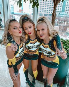 One Song Workouts, Cheer Workouts, Workout Songs, Morning Workouts, Cheer Picture Poses, Cheer Poses, Cheer Team Pictures, Cheerleading Pictures, Cheerleading Cheers