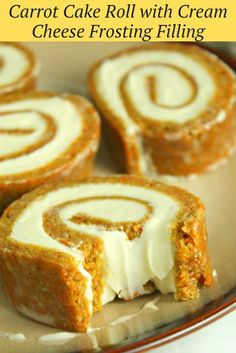 Carrot Cake Roll with Cream Cheese Frosting Filling - Dessert Recipes Mini Desserts, Just Desserts, Holiday Desserts, Party Desserts, Easy To Make Desserts, Layered Desserts, Individual Desserts, Easter Desserts, Italian Desserts