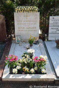 Het graf van Wim Sonneveld en zijn vriend Huub Janssen