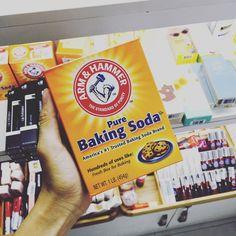 Bột Baking Soda Arm & Hammer #Sale : 45k Baking Soda được sử dụng trong làm bánh chăm sóc da khử mùi diệt khuẩn tẩy rửa giặt giũ Các công dụng khác của baking soda. 1. Đau loét: Tôi đã đề nghị cho nhiều người kể cả những người trong nhà và ngạc nhiên khi thấy hiệu qủa đáng ca ngợi của nó. Điều này có lý vì baking soda nhanh chóng trung hòa axit trong dạ dày. Liều lượng thường là 1-2 muỗng cà phê trong một ly nước đầy. 2. Lấy dằm ra ngoài: Cho một muỗng xúp baking soda vào ly nước nhỏ rồi…