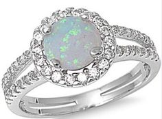 2CT White Austrailian Fire Opal .925 Sterling Ring. Starting at $5 on Tophatter.com!