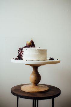 hazelnut layer cake w/ fig compote + (vegan) cream cheese frosting — dolly and oatmeal Vegan Cream Cheese Frosting, Hazelnut Cake, Gateaux Cake, Dessert Recipes, Desserts, Cupcake Recipes, Cake Ingredients, Sweet Cakes, Pastries