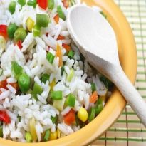 Whole-rice salad with vegetables and hemp oil - Canah One Pot Meals, Easy Meals, Simple Meals, Matar Pulao Recipe, Great Recipes, Favorite Recipes, Organic Hemp Seeds, Rice Salad, Hemp Oil