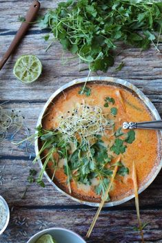 Vegansk thaisuppe med rød karrypasta Soup Recipes, Vegetarian Recipes, Food Crush, Fabulous Foods, Soups And Stews, Food Inspiration, Yummy Food, Dinner, Healthy