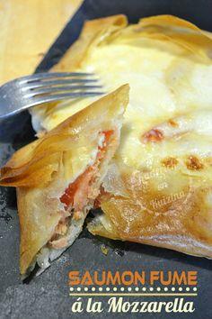 Tasting smoked salmon pie in square pie Fish Recipes, Snack Recipes, Healthy Recipes, Salmon Pie, Turnover Recipes, Food Porn, Salty Foods, Quiches, Empanadas