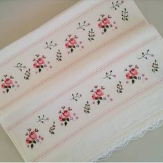 New-Cross-Stitch-Towel-Pattern. Cross Stitch Borders, Cross Stitch Animals, Cross Stitch Flowers, Cross Designs, Cross Stitch Designs, Cross Stitch Patterns, Cute Tattoos For Women, Diy Crafts Vintage, Free To Use Images