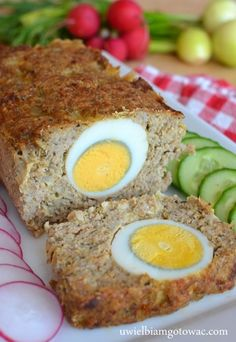 Pieczeń rzymska z jajkiem Meat Recipes, Cooking Recipes, Polish Easter, Mary Berry, Easter Dinner, Atkins, Meatloaf, Berries, Food And Drink