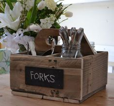 I want to make this! DIY Furniture Plan from Ana-White.com Inspired by vintage soda crates, this flatware caddy was made from reclaimed food pallets. You can make this crate with new boards too. This easy project features a sturdy handle and four cubbies, suitable for bottles, gardening tools, or even a wedding centerpiece.