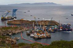 """Die """"Costa Concordia"""" nach Beendigung der Bergungsarbeiten am Dienstag. © Vincenzo Pinto/AFP/Getty Images"""