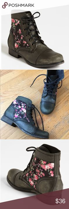 """Steve Madden Boots Gorgeous distressed combat boots. In good condition. Heel height approx:""""1""""in. Steve Madden Shoes Combat & Moto Boots"""
