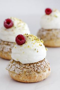Raspberry dessert Puff Pastry - Pistachio and Raspberry Cream Puffs French Desserts, Great Desserts, Delicious Desserts, Dessert Recipes, Profiteroles, Choux Pastry, Pastry Recipes, Mini Cakes, Tray Bakes