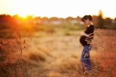 Fall materny photo in field. Like the focus Fall Maternity Shoot, Maternity Session, Maternity Pictures, Pregnancy Photos, Fall Pregnancy, Cute Photography, Family Photography, Babies Photography, Fall Family Photos